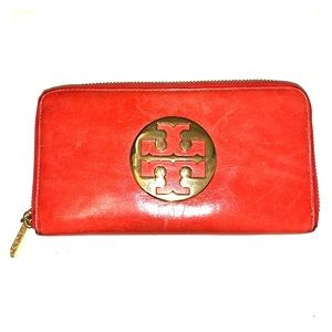 Tory Burch large leather wallet 😍❤️